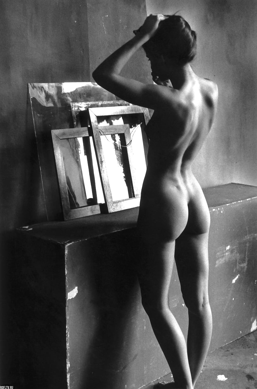 nude-black-and-white-photographs