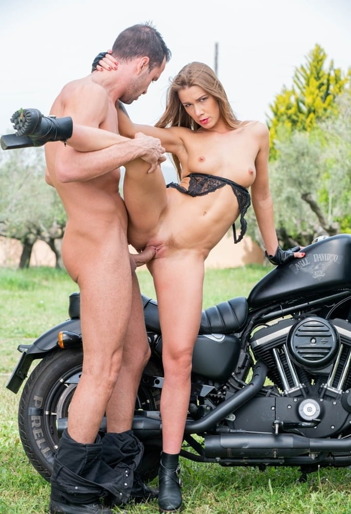 Therealworkout blonde biker stretched and fucked