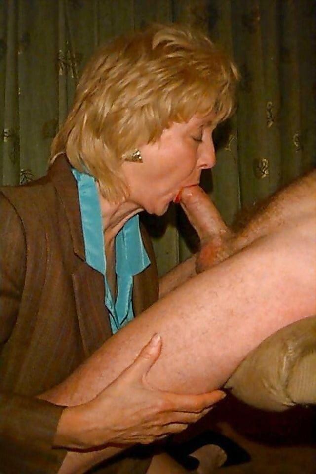 Трах старушка зрелая сосет член порно