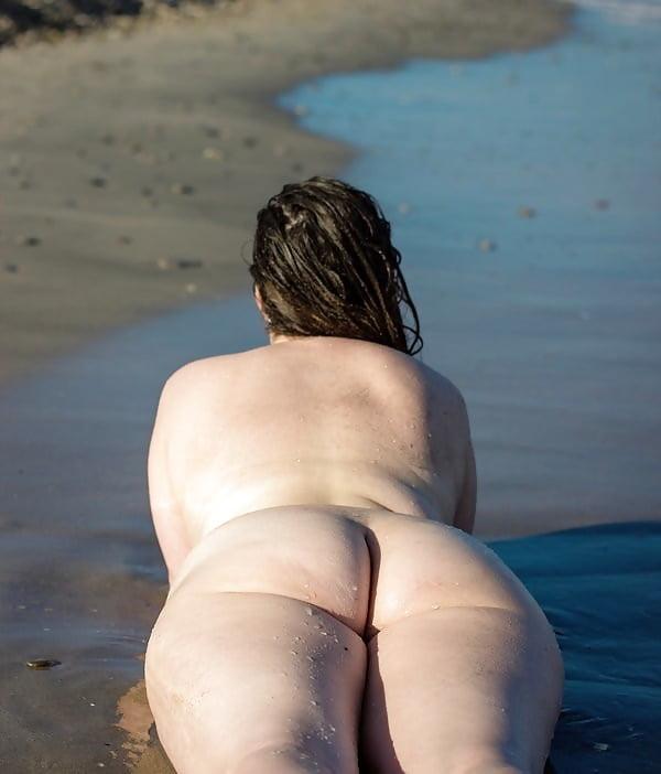 Fun beach day - 20 Pics