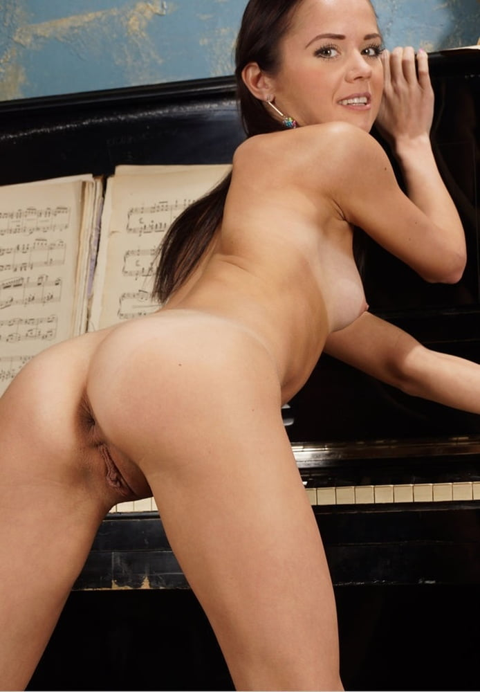 Janas Special - Bare Legged Matilda Bae Show Her Flexibility - 54 Pics