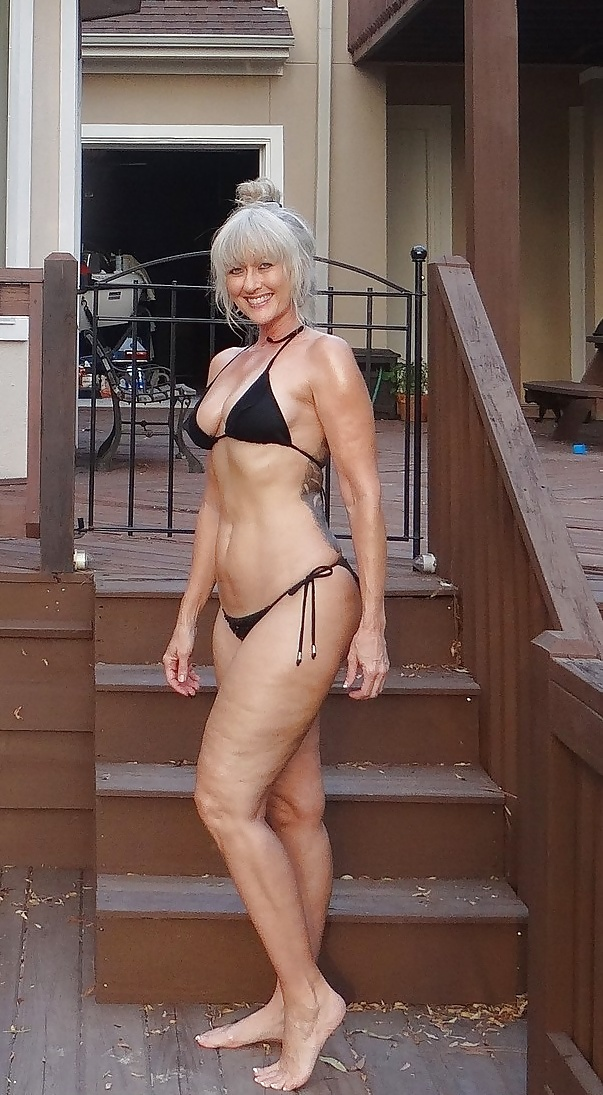 Mature granny bikini pic