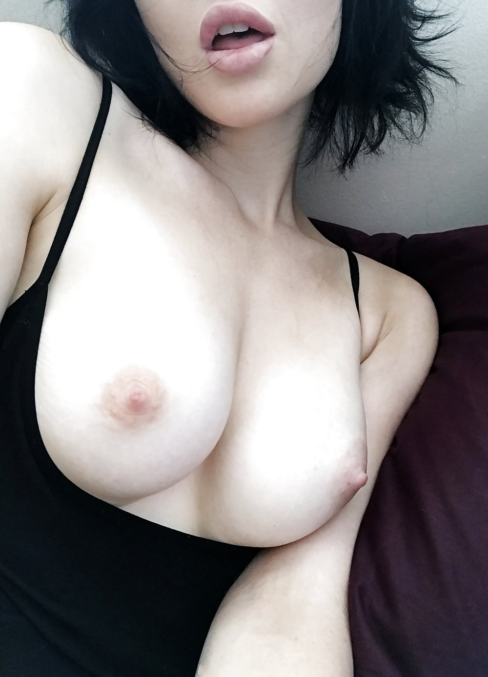 sexy-girl-boobs-selfie