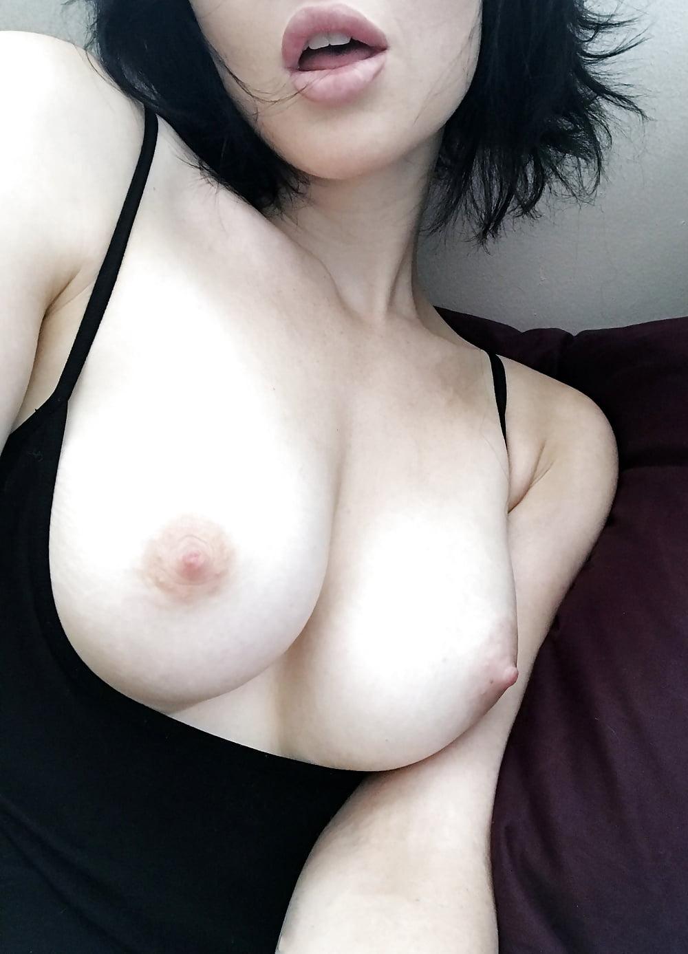 sexy-girl-boobs-selfie