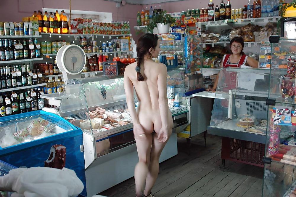 bolshimi-fallosami-porno-video-onlayn-v-supermarkete-porno-fetish-konchil