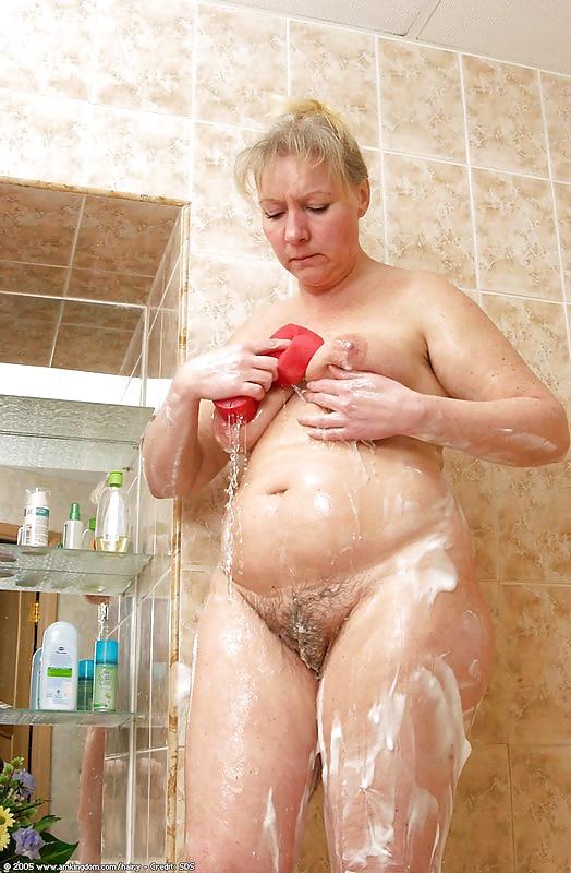 зрелые пышные моются похотливых сучек