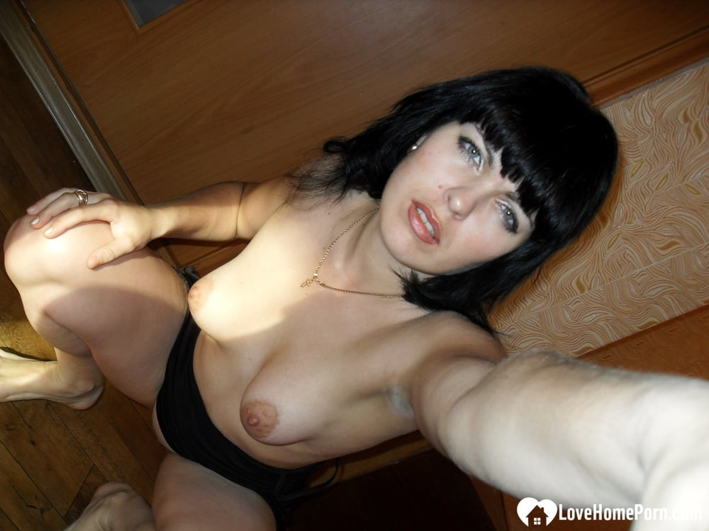 Amateur wife shows off her tits and pussy - 124 Pics