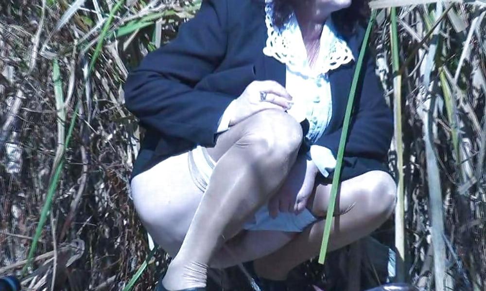женский туалет скрытая камера подсматриваем женщины писают