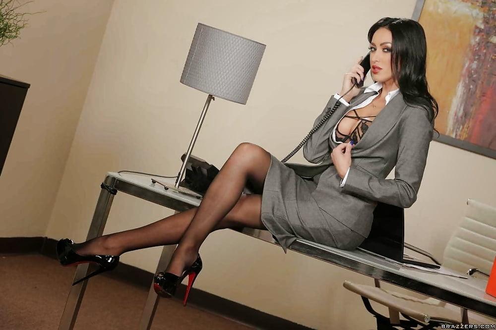 seksualno-odelas-dlya-bossa-sekretarsha-video-znakomstva-tolstimi-devushkami