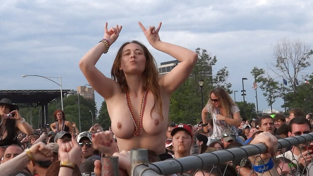 Drunk concert whore shows off her pretty tits in public
