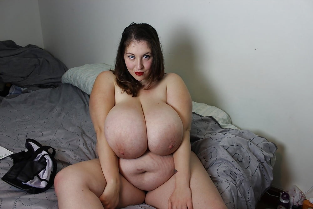 Sexy young bbw with fat ass and big natural tits plesures two men in threesome