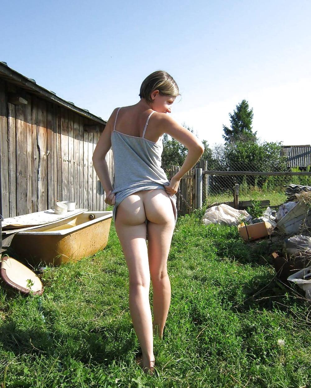 Домашнее фото без трусов в деревне
