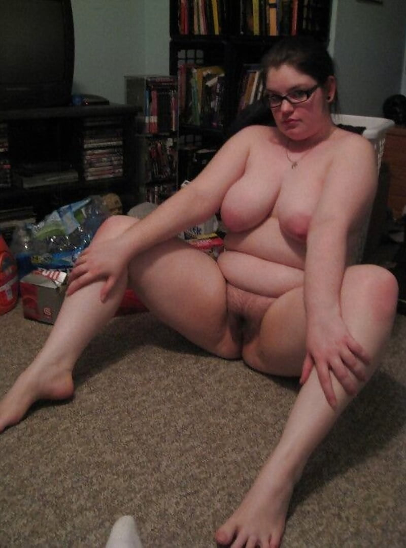 chubby-nude-in-glasses-young-girls-kissing-with-other-girls