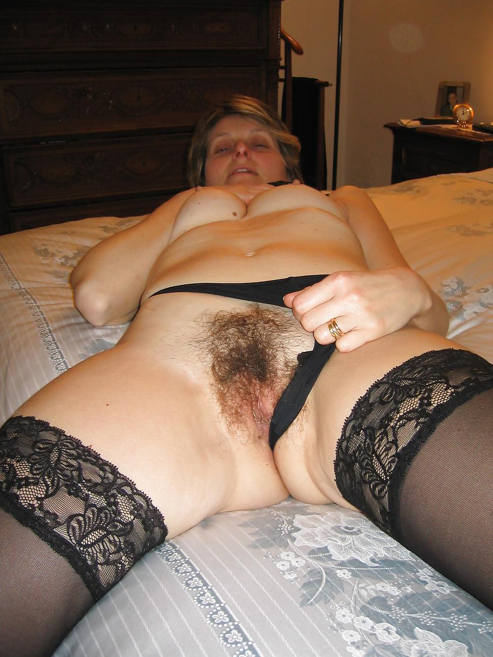 Зрелые волосатые тетки в позах, страстная нежная секс видео