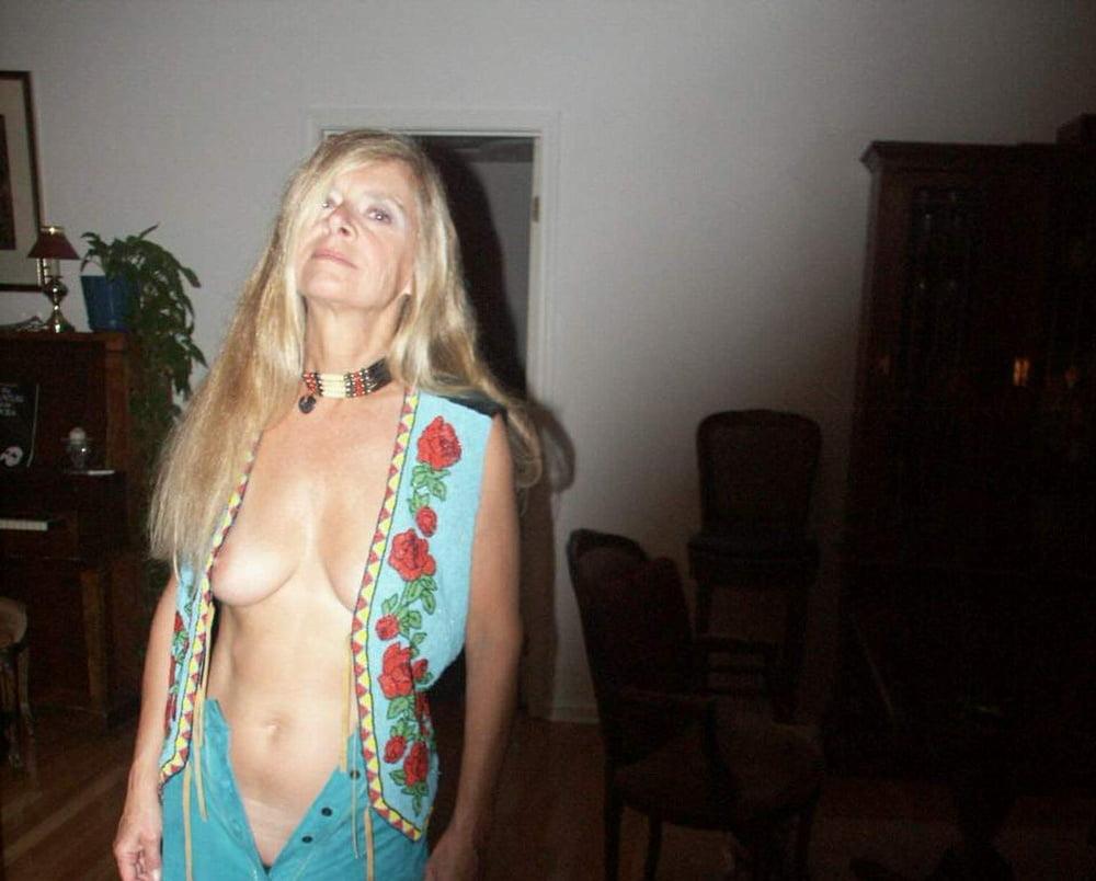 Downblouse & Nipple Peeks 256 - 149 Pics