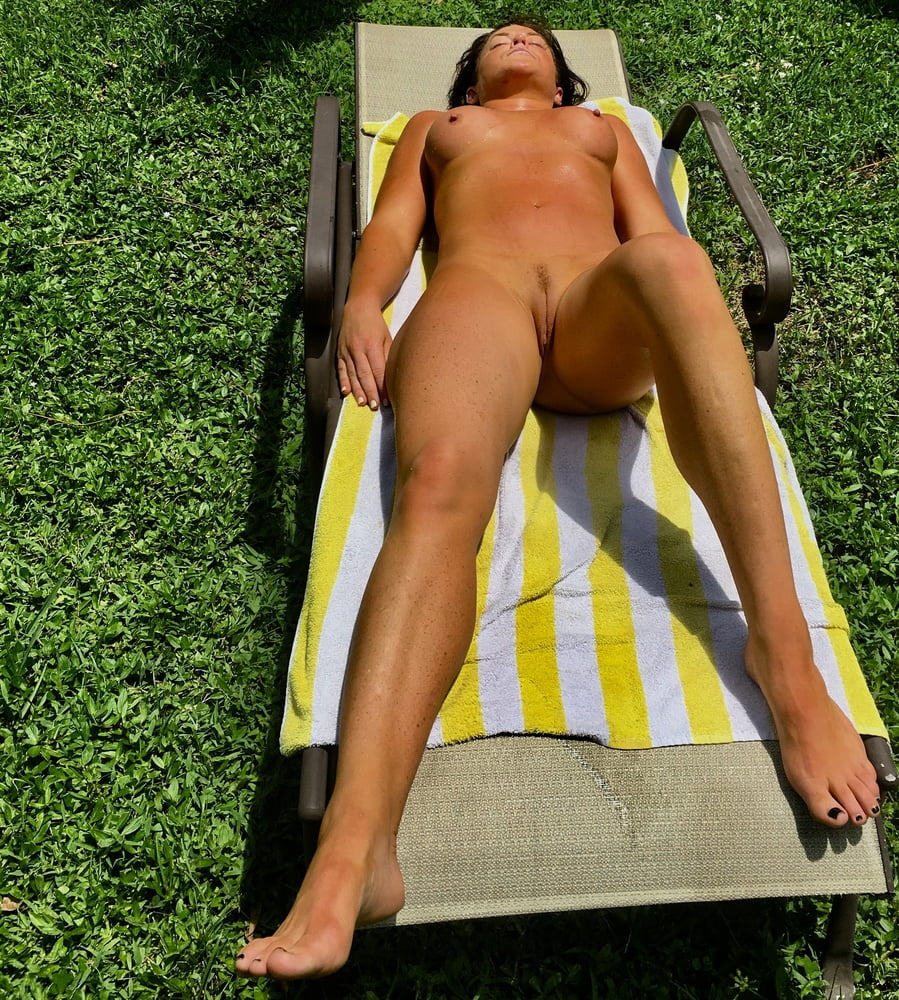 Naked females outside-7063