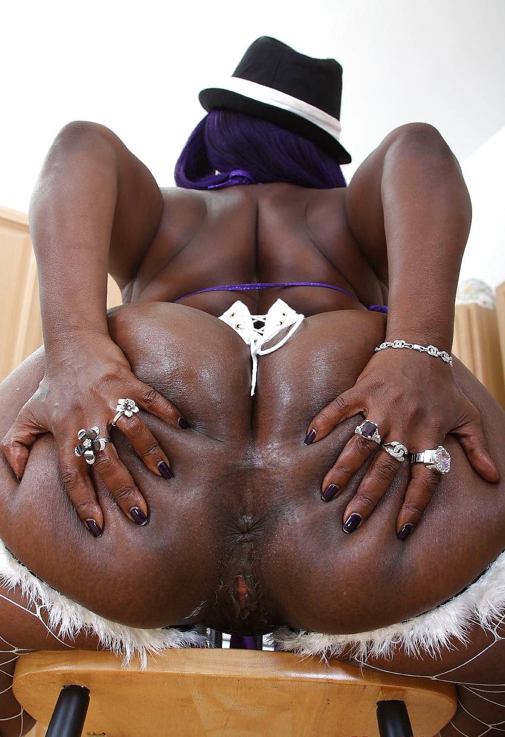 uncut-blackwoman-with-ass