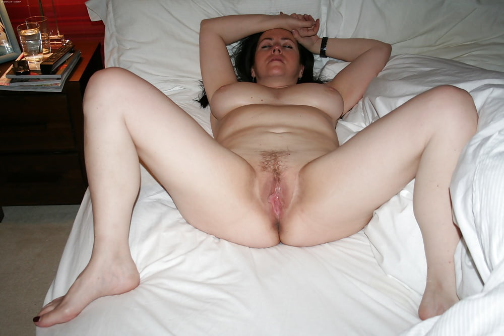 The wife showing off her pussy