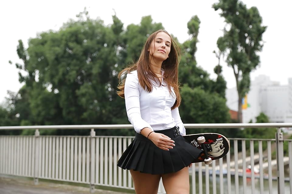 girls-green-mini-skirts-music-video