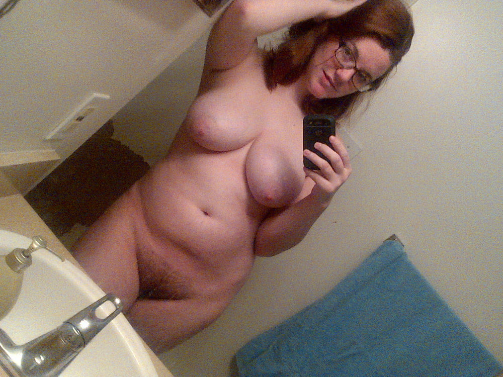 plump-nude-girl-self-picture-all-natural-busty-moms