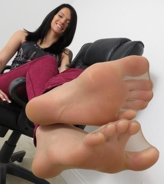 Feet Galleries And Foot Fetish Porn Pics
