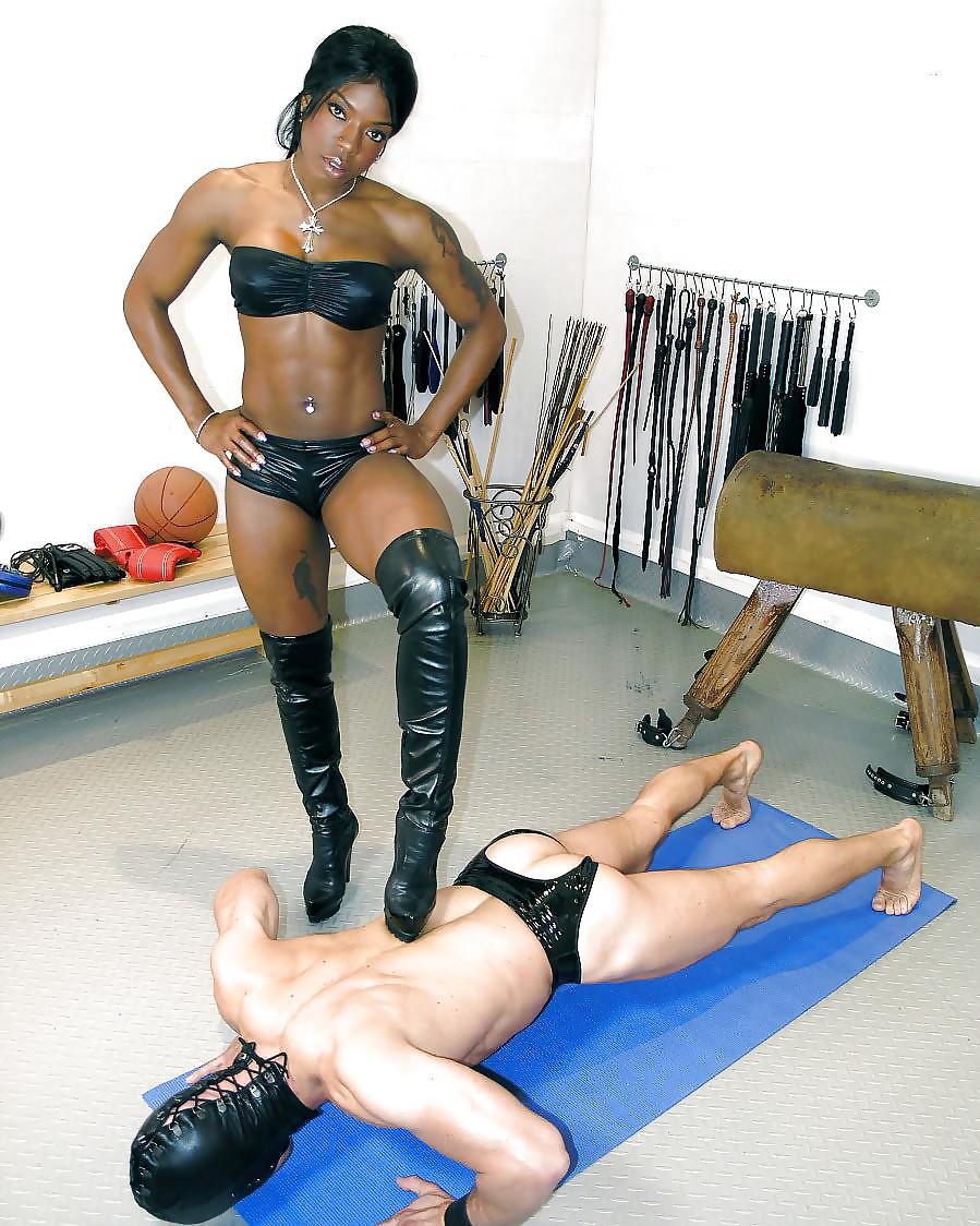 Ebony mistress strapon