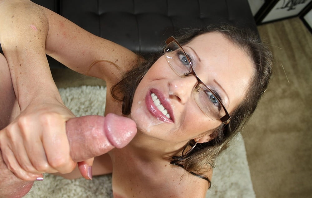 Lesbian Milf With Glasses Loves Scissoring With Young