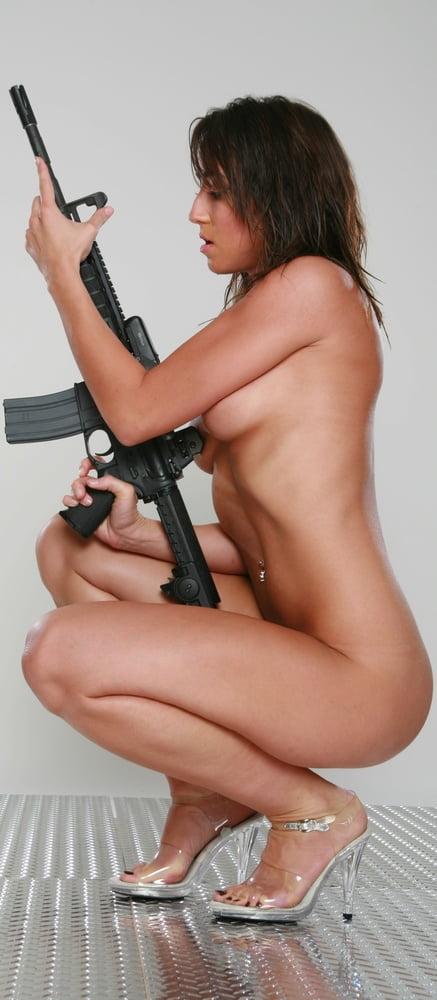 Эротика с огнестрельным оружием