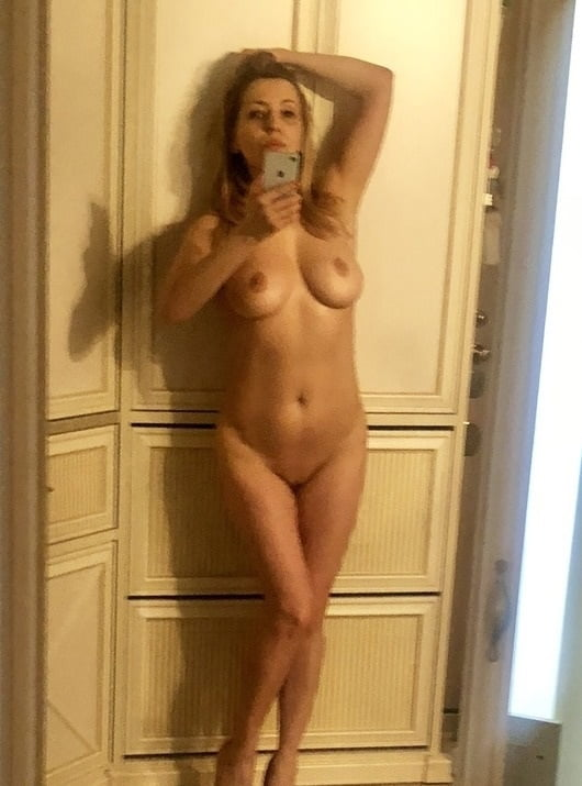 XXX Sex Images Milf nude at home