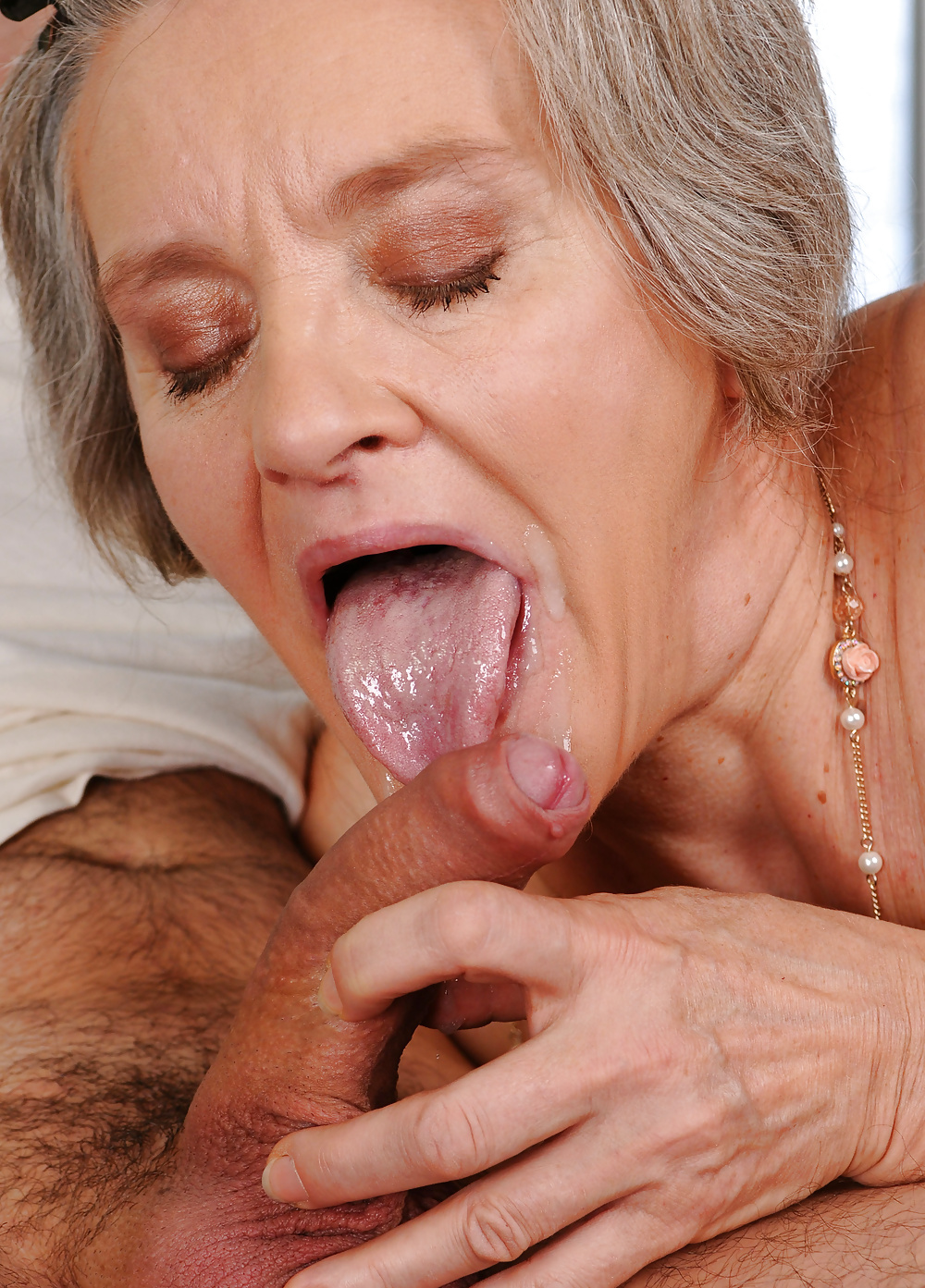 Old ladies sucking clits