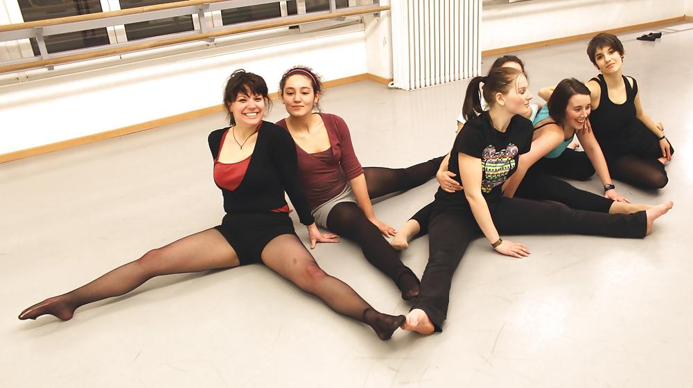 бальные танцы девушки в колготках волненья