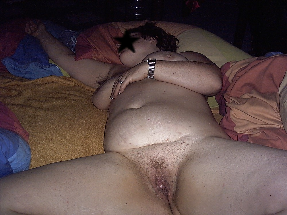 drunk-bbw-group-shoved-pussy