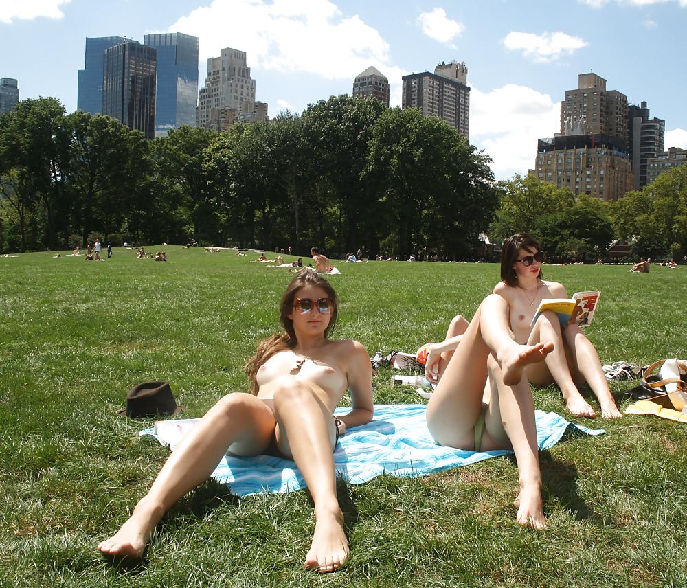 nude-girl-in-park-delhi