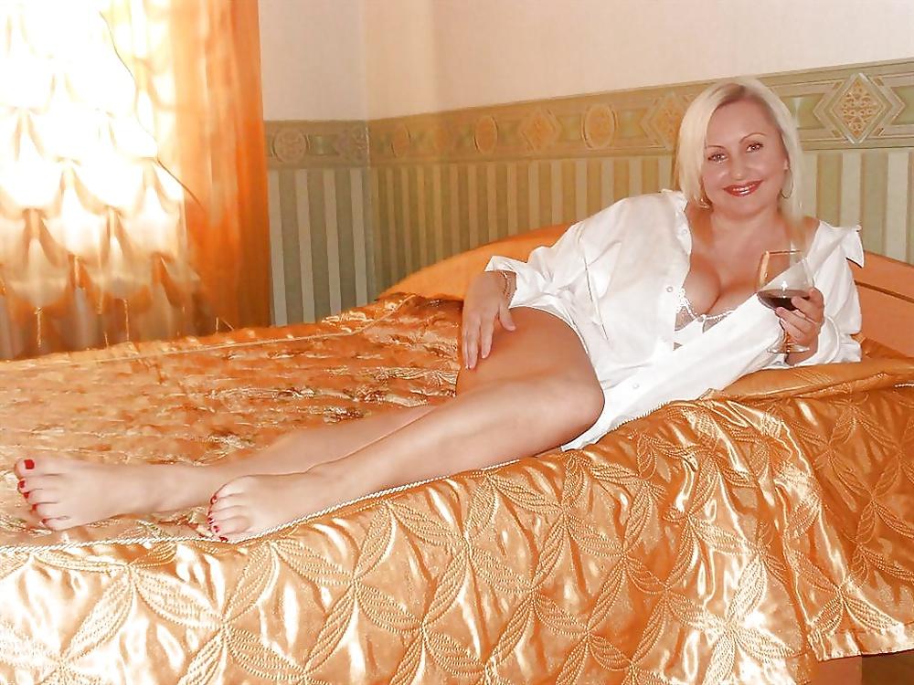 video-zamuzhnie-seks-devushki-v-plate-setka-foto