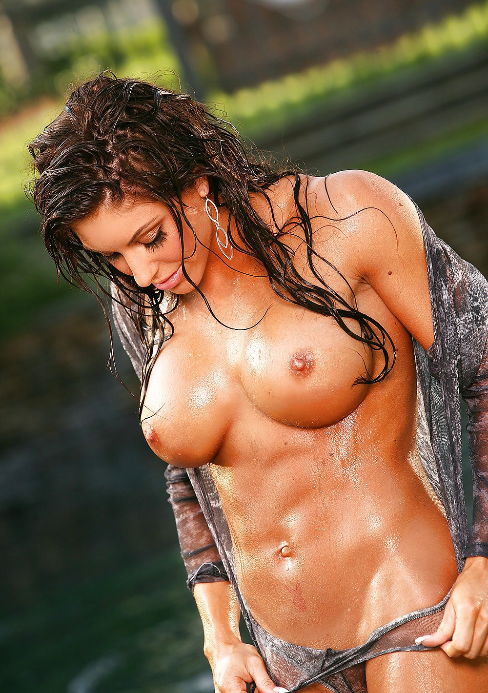sweaty-hot-chicks-nude