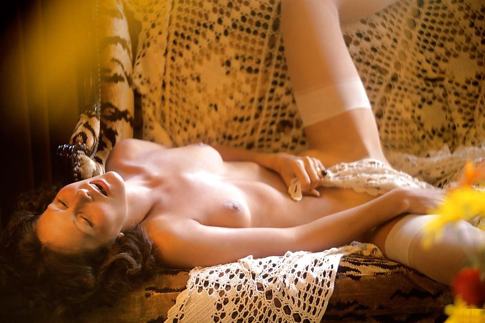 Busty linda hogan looking very sexy in bikini paparazzi shoots