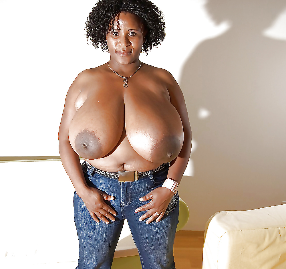 alexis-may-big-black-tits-thumbs-effect-girl-nude