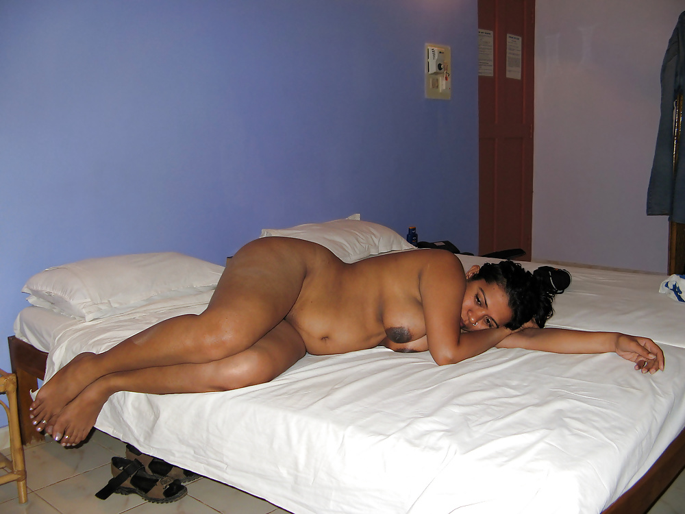 Rosamund wife poses nude for home movietures