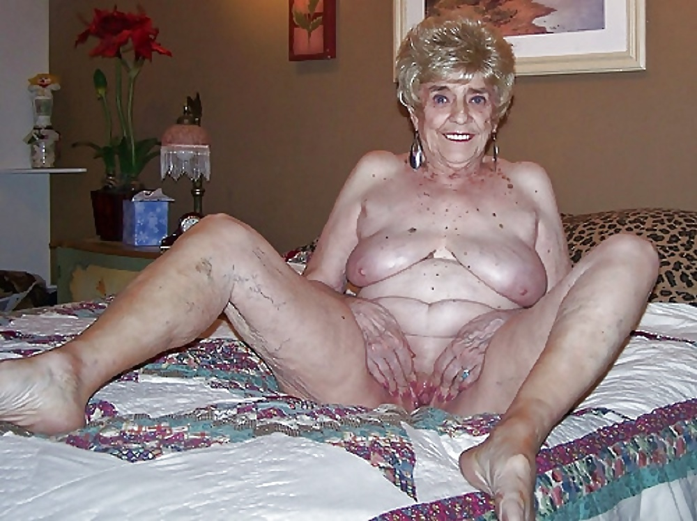 Old Granny Shows Her Naked Body Porn Pics