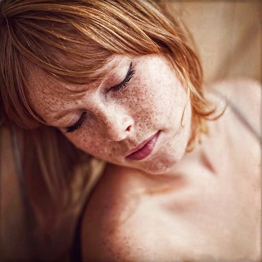 фото девушки с веснушками в сперме массаж, который перерос
