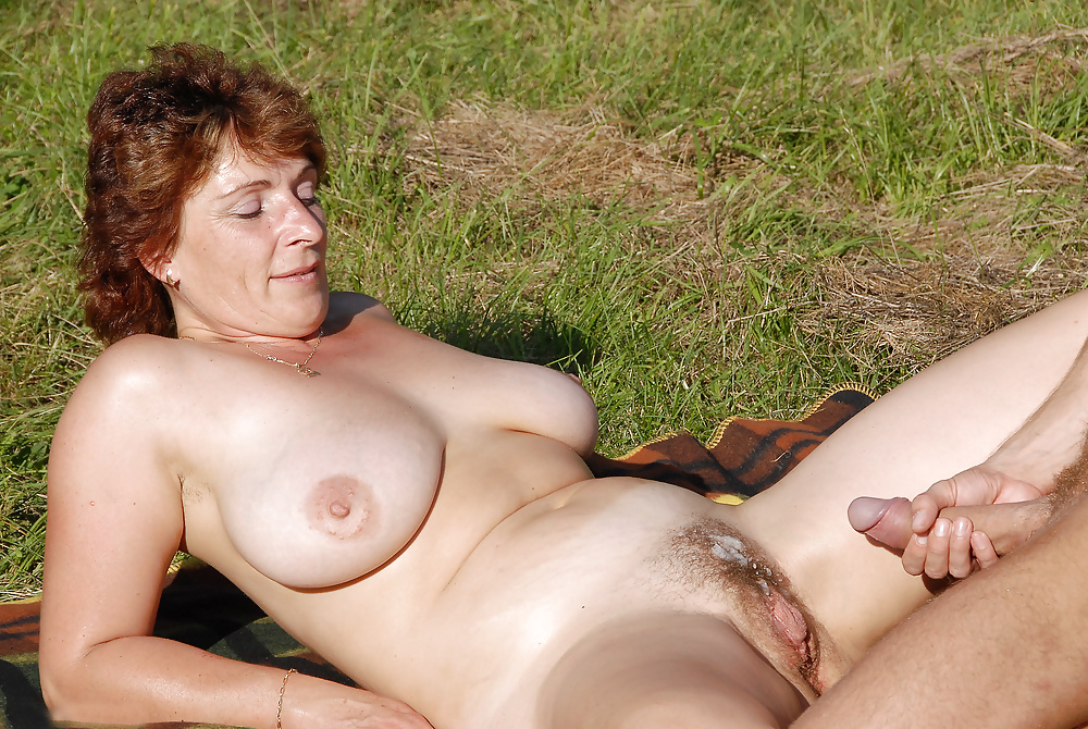 Mature sex outdoors — pic 11