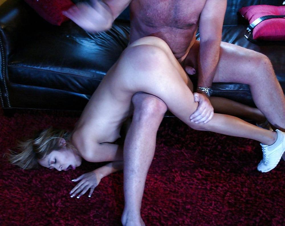 Проститутка отшлепает проститутки в пересвете