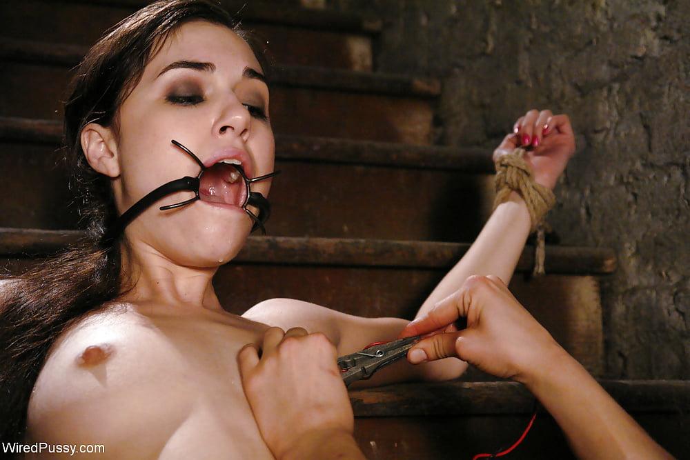 Эротическое порно рабыни смотреть онлайн саша грей хуев
