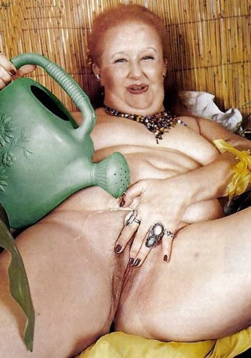 busty-amateur-perverted-grannies-nude-shot-gifs