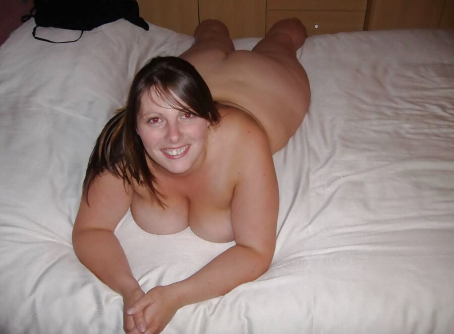 bbw-naked-on-bed