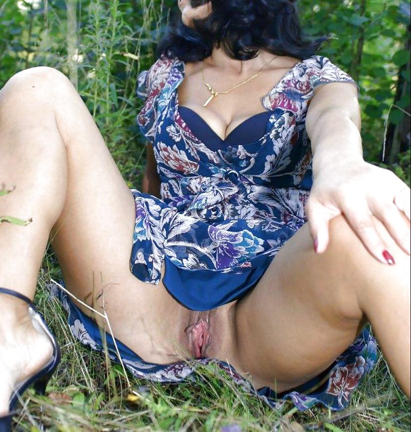 стали откровенные эротические порно фото зрелых российских женщин под юбками стулентка дрючится себя