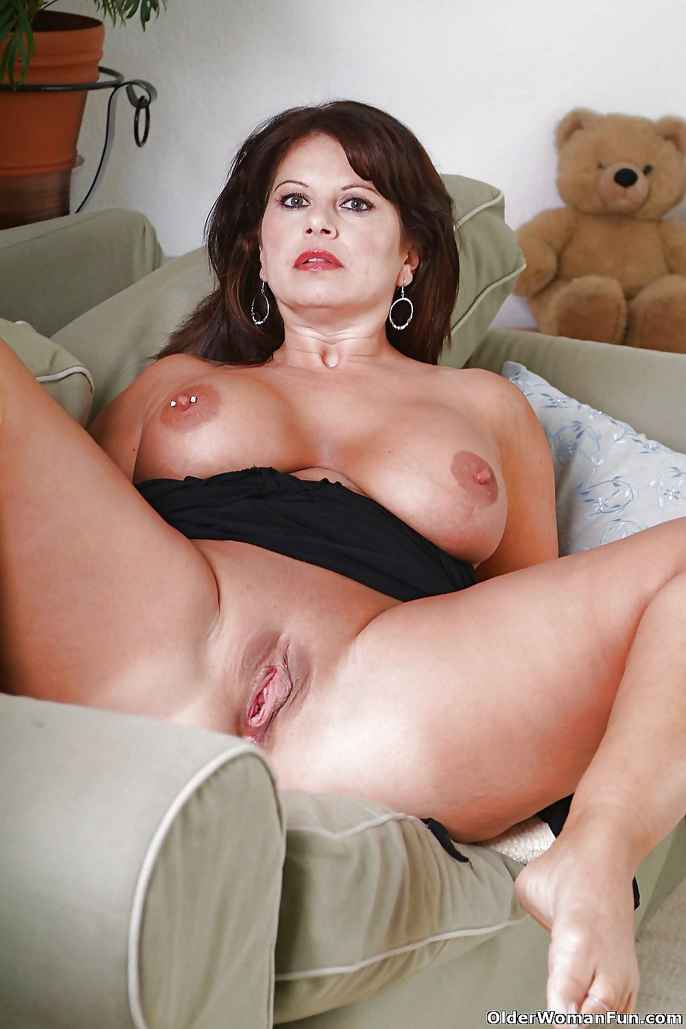Hot naked mom babe