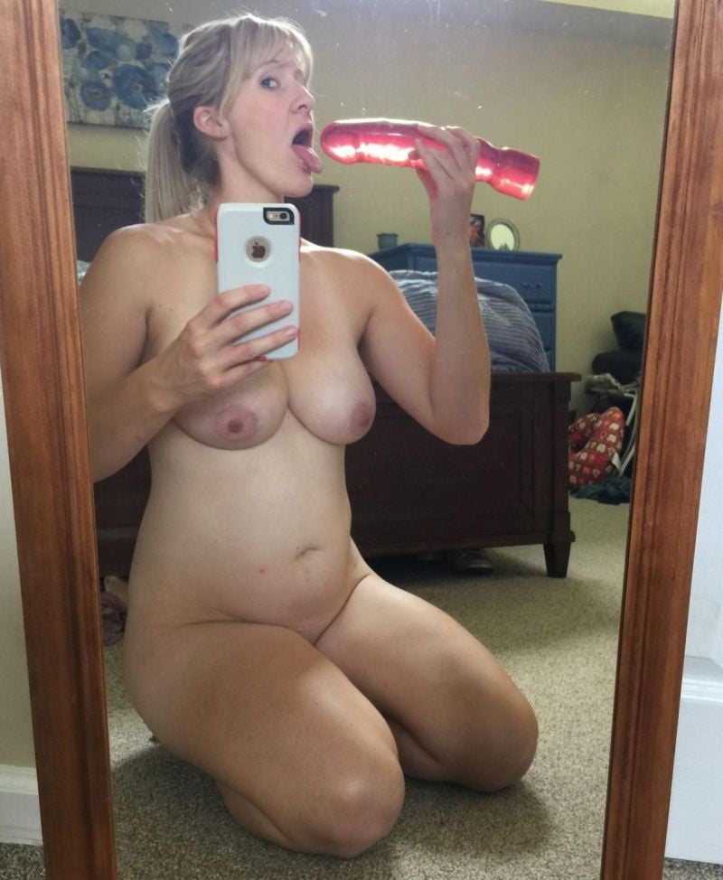 Tanned Milf Is Naked In The Backyard And Trying To Take A Few Hot Selfies
