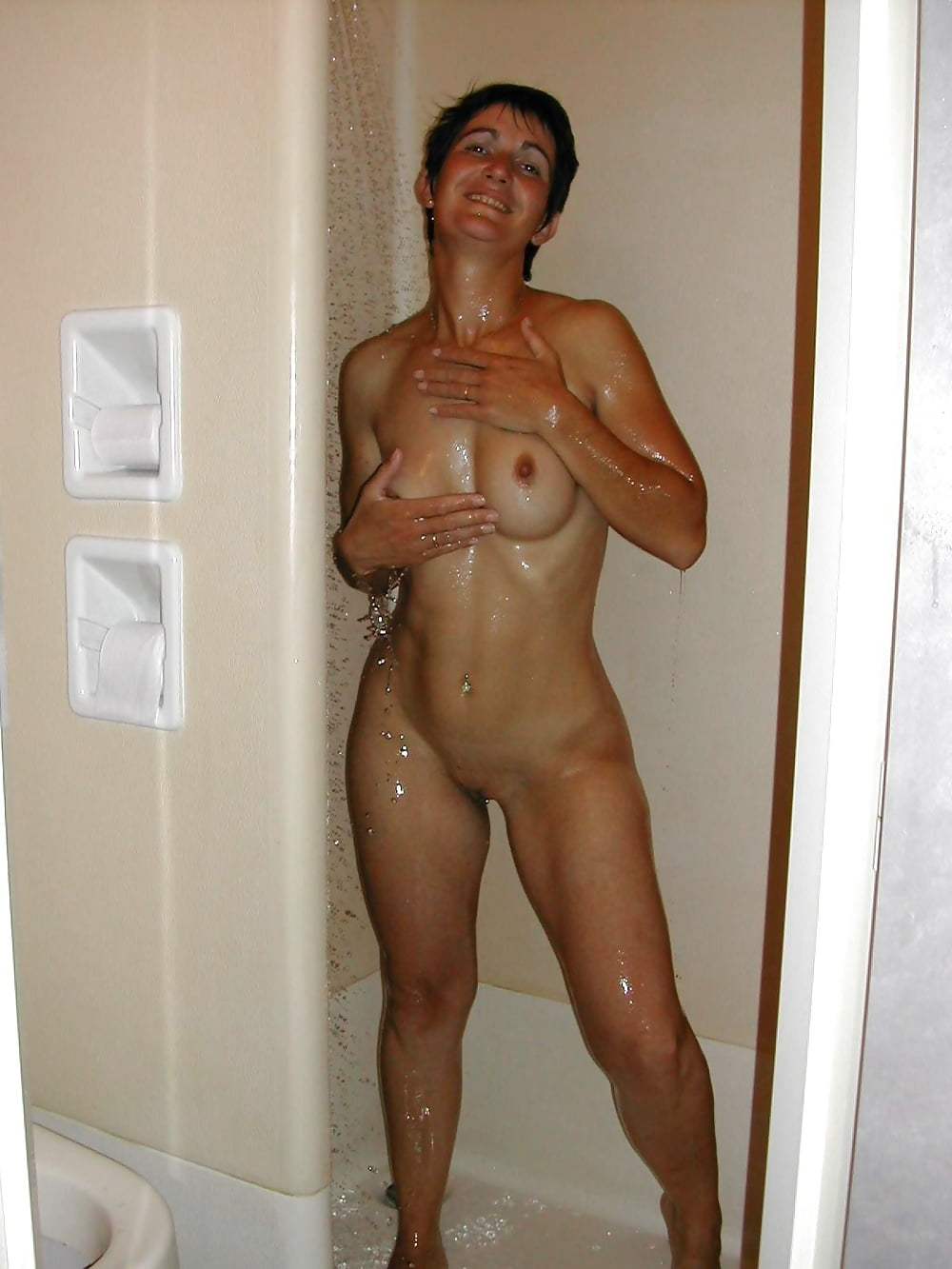 sexy-nude-moms-in-the-shower-mofos-sexy-girl