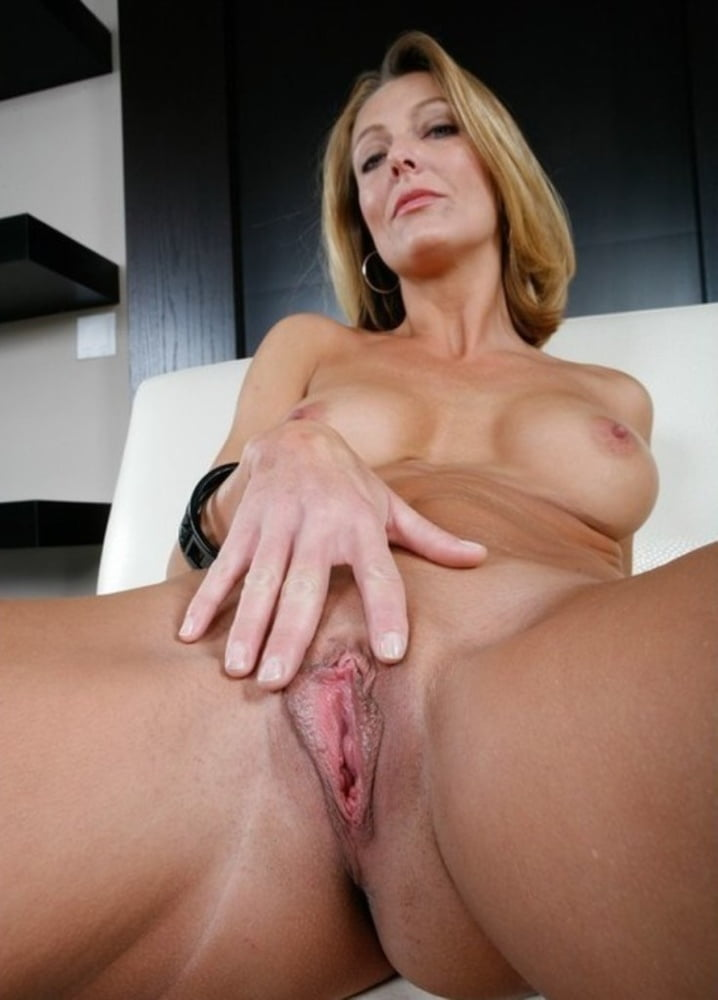 Hot beautiful milfs pussy — pic 1